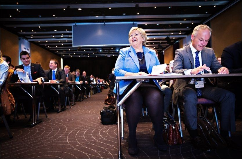 HØYRE-LEDELSEN: Høyre-leder Erna Solberg og Høyre-nestleder Jan Tore Sanner på Høyres landsmøte på Gardermoen i mai. Foto: JØRGEN BRAASTAD