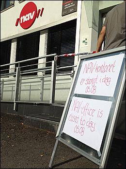 STENGT: De ansatte ved NAV-kontoret på Grorud ble tatt hånd om av bedriftshelsetjenesten etter knivstikkingen mot en kollega mandag morgen. Foto: KRISTIAN HELGESEN