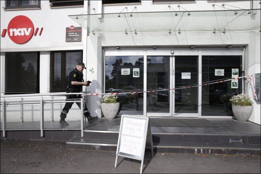 VAR PÅ JOBB: Den kvinnelige NAV-ansatte var på jobb ved kontoret på Grorud i Oslo da hun ble knivstukket mandag. Like etter ble en 26 år gammel mann pågrepet og siktet for drapsforsøk. (Foto: SCANPIX)