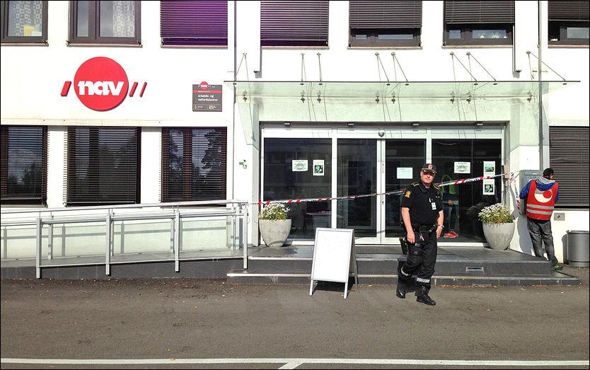 ÅSTEDET: Knivstikkingen skjedde ved dette NAV-kontoret, i Ammerudveien på Grorud, mandag morgen. Foto: KRISTIAN HELGESEN