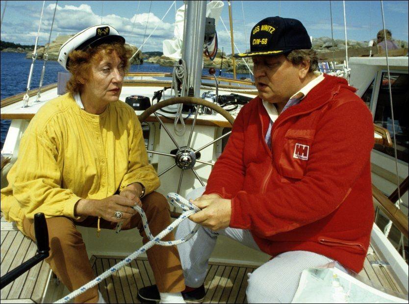 - TETT KNYTTET: Elsa lystad (83) forteller at alle minnene hun har sammen med Rolv Wesenlund strømmer tilbake etter at hun fikk vite at han var død. Her er de sammen under innespillingen av «Deilig er fjorden» i 1984. Foto: Nils Bjåland / VG
