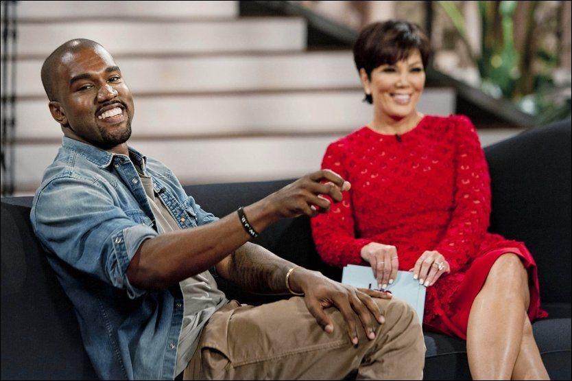 SMIL - DU ER PÅ TV: Kanye West stilte opp i svigermor Kris Jenners talkshow denne uken. Her viste han frem bilde av datteren North West for første gang. Foto: AP