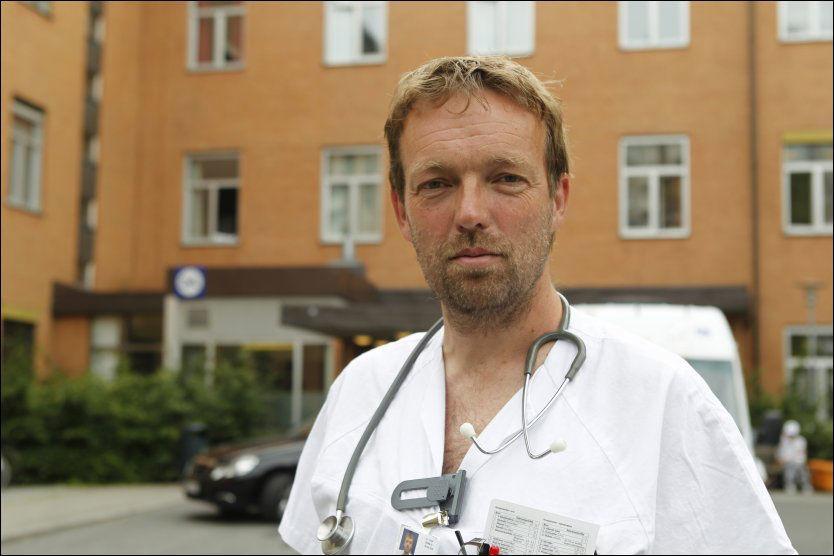 BEKYMRET: Geriatriprofessor og overlege ved Oslo universitetssykehus, Torgeir Bruun Wyller, advarte mot samhandlingsreformen og er bekymret for sikkerheten til pasientene. Foto: Nils Bjåland