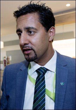 TRAVEL: Som venstrepolitiker er Abid Raja (37) travel rundt innspurten til valget. Her på landsmøte til Venstre på Fornebu. Foto: Espen Braata