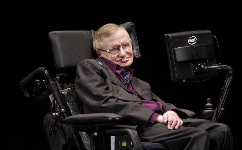 LENKET TIL RULLSTOLEN: Stephen Hawking har en uhelbredelig og progressiv nevromotorisk sykdom, som gjør at han bare kan kommunisere med omverdenen ved hjelp av en avansert maskin. Foto: AP