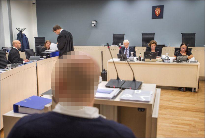 I VITNEBOKSEN: Den drapsstiltalte 38-åringen vil avslutte sin forklaring i løpet av onsdag. Han nekter straffskyld for drap. Foto: HELGE MIKALSEN