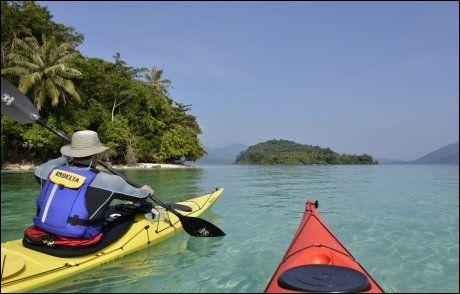KJENT FARVANN: Briten Andy Hill kjenner småøyene sør for Koh Chang ut og inn, som denne: Koh Lao Nok. Foto: GJERMUND GLESNES