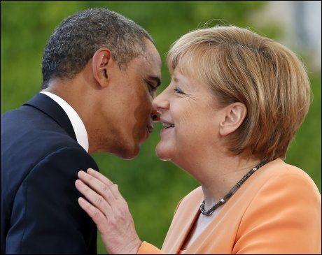TOPPMØTE-DRONNINGEN: Merkel er flere ganger kåret til verdens mektigste kvinne. I juni kom USAs president Obama på besøk til henne i Berlin. Foto: AP