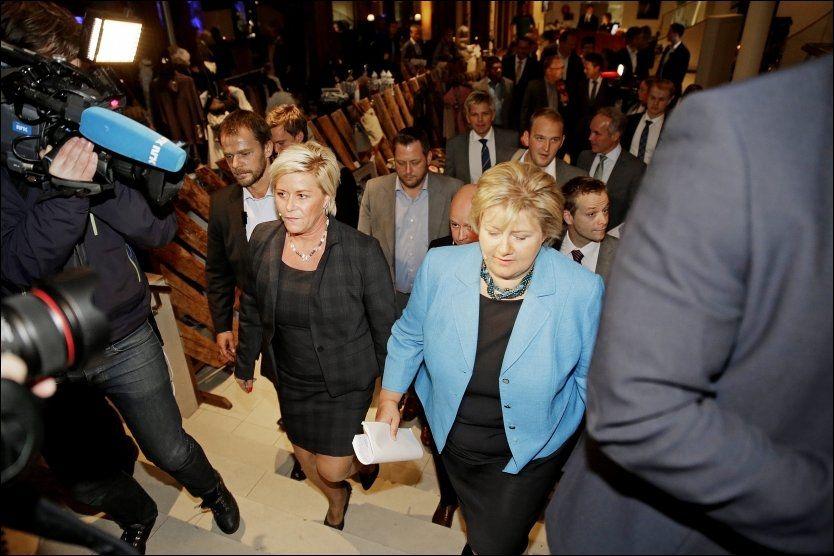 PÅ VEI INN: Frp-leder Siv Jensen og Høyre-leder Erna Solberg har fått beskjed om at den rødgrønne regjeringen er klar til å gå av onsdag 16. oktober, dersom de påtroppende har sine statsråder klare. Foto: Frode Hansen/VG
