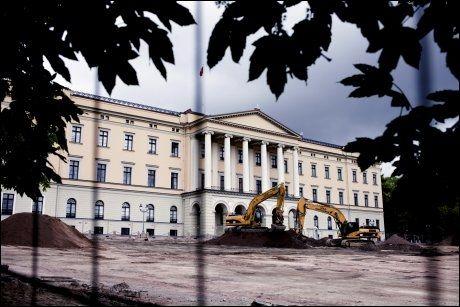 BYGGEPLASS: Slik har Slottsplassen sett ut i det siste. Nå er den nesten ryddet for byggeaktivitet. Foto: JAVAD M. PARSA