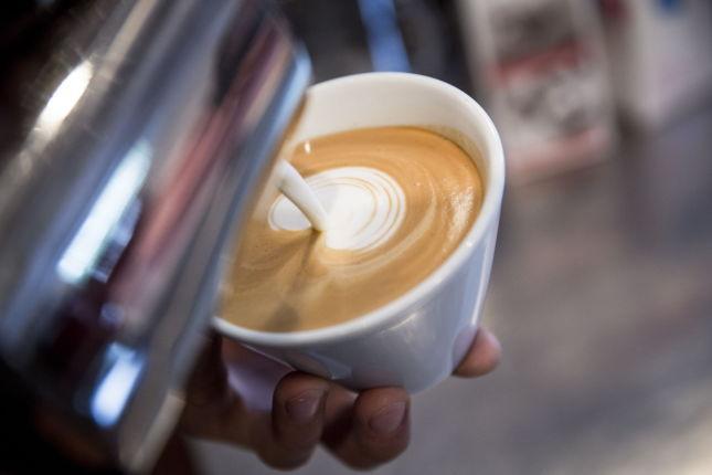 hvordan lage kaffe latte med karamell