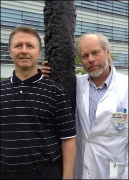 GJENNOMBRUDD: Professor og overlege ved Radiumhospitalet, Øyvind S. Bruland (t.h.) og kjernekjemiker og dr. philos Roy H. Larsen står bak kreftgjennombruddet. Foto: Shazia Sarwar