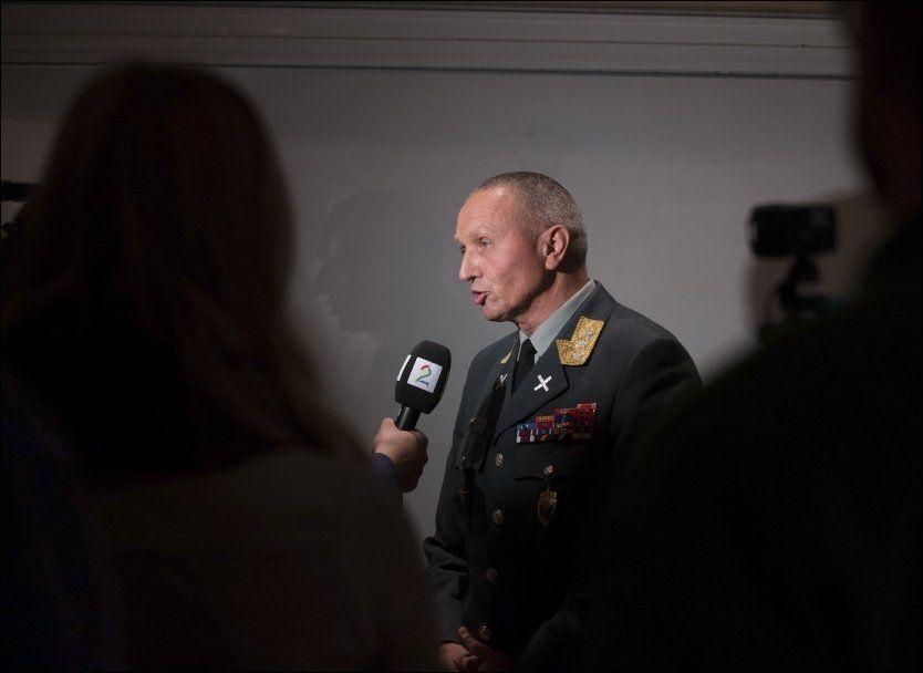 KOMMENTERTE LEKKASJEN: Sjef for Etterretningstjenesten, generalløytnant Kjell Grandhagen, kommenterte tirsdag Snowdon-lekkasjen i Dagbladet. Foto: NTB scanpix
