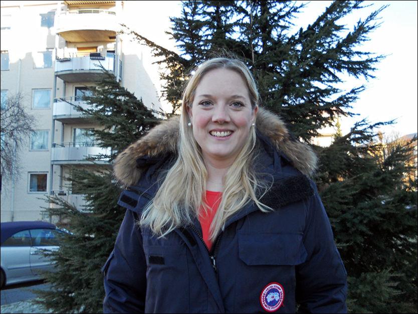 JA TIL MERKER: Frp-politiker Aina Stenersen (30) beskriver Canada Goose-jakken til nærmere 10.000 kroner som en «veldig god investering». I fremtiden vil hun også kjøpe merkeklær til barna sine. Foto: PRIVAT
