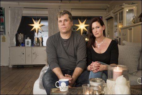 SÅRET: - Vi er ikke sinte eller bitre, men det er klart at slikt er sårt, sier Marianne og Johnny Smedholen. Johnny er bonusappa for gutten til Marianne. Foto: FRODE HANSEN