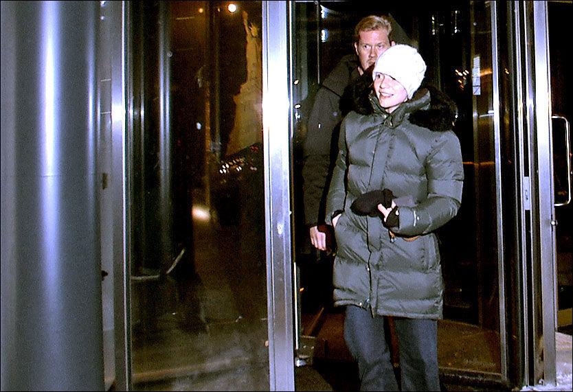 OSLO: Claire Danes forlot hotellet The Thief på Aker Brygge i Oslo mandag ettermiddag, uten å snakke med pressen. Foto: Siri Pallesen