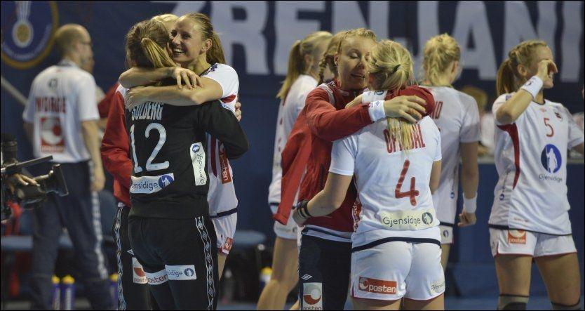 NY SEIER: De norske håndballjentene noterte seg for en gruppeseier i årets VM. Foto: Bjørn S. Delebekk, VG