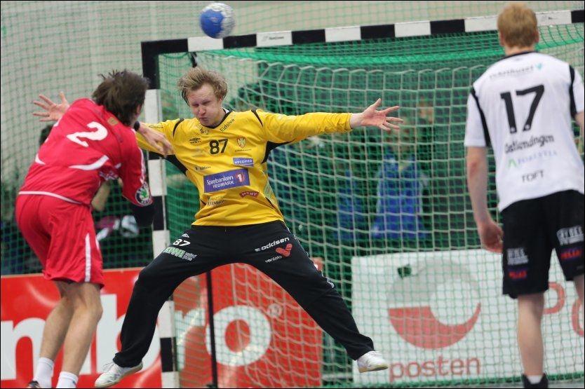 I FORM: Morten Nergaard var en av Elverums beste spillere da Haslum tapte sin første kamp for sesongen. Her fra da Elverum ble seriemestere i Terningen Arena mot Haslum i forrige sesong. Foto: Geir Olsen, VG