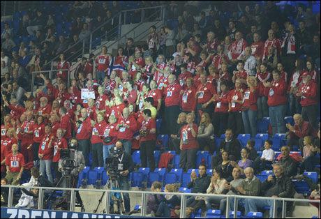 NORSKE SUPPORTERE: Det befinner seg i øyeblikket rundt 100 norske supportere i Beograd. Bildet er fra byen Zrenjanin, tidligere i VM. Foto: Bjørn S. Delebekk