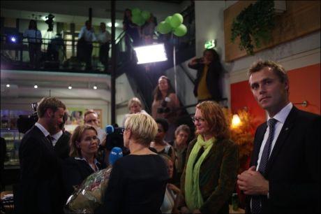 TUNGT: Sp-leder Liv Signe Navarsete blir intervjuet på partiets valgvake i Oslo. Nestleder Ola Borten Moe står til høyre i bildet. FOTO: KYRRE LIEN / VG