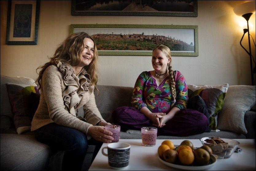 MUNTERT MØTE: Hanne Vaagen (t.v.) og Sanatani Cecilie Herrem skulle egentlig ikke møtes før på julekvelden, men VG arrangerte et lite førjulstreff. Foto: MATTIS SANDBLAD