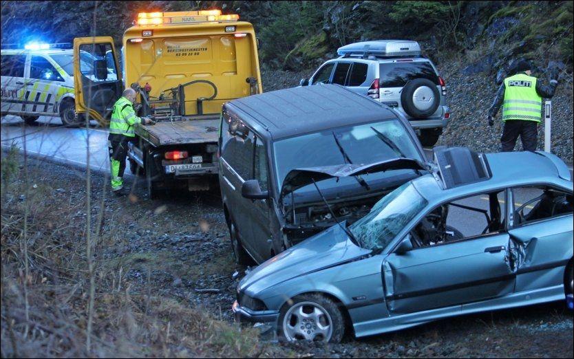 FORULYKKET: Det var svært glatt da disse bilene traff hverandre. To personer omkom ulykken i Fet i Akershus. Foto: JARLE GRIVI BRENNA