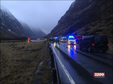 VEIEN STENGT: Tre personer omkom etter en trafikkulykke på E39 i Våtedalen i Sogn og Fjordane. Foto: 2200-TIPSER