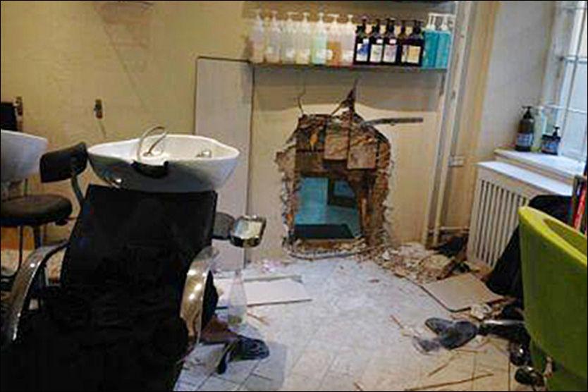 RYDDET ETTER SEG: Tyvene brukte trolig en vinkelsliper for å komme seg gjennom veggen, men etterlot seg få spor til politiet. Kun en vannflaske ble funnet på stedet. Foto: PRIVAT