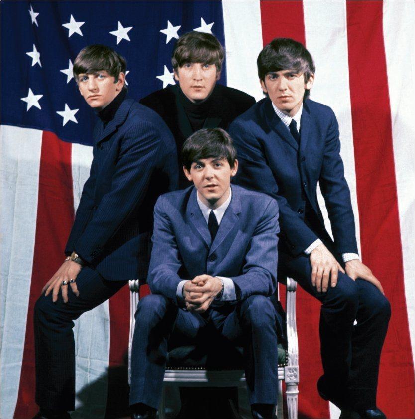 JUBILEUM: I helgen var det 50 år siden «I Want To Hold Your Hand» gikk inn på den amerikanske hitlisten. Singelen ble The Beatles' første nummer én-hit i USA. Foran: Paul McCartney. Bak, fra venstre: Ringo Starr, John Lennon og George Harrison. Foto: Universal