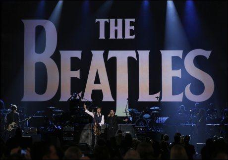 JUBILEUM: I midten av januar var det 50 år siden «I Want To Hold Your Hand» gikk inn på den amerikanske hitlisten. Singelen ble The Beatles' første nummer én-hit i USA. Foran: Paul McCartney. Bak, fra venstre: Ringo Starr, John Lennon og George Harrison. Foto: Universal