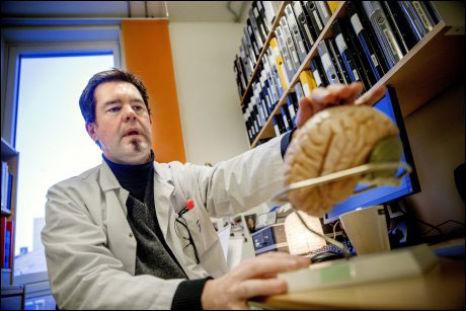 ADVARER MOT NEURONTIN: Forsker Mattias Linde mener at all bruk av Neurontin, med virkestoffet gabapentin, mot migrene må opphøre.