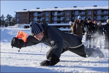 TIKAMP: Både voksne og barn kan leke seg på Norefjell, som her med tikamp arrangert av Quality Spa