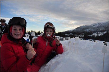 AFTERSKI: Musikk og marshmallows-grilling er fast innslag når barna har egen after-ski på Kvitfjell. Foto: VIBEKE FÜRST HOLTMANN