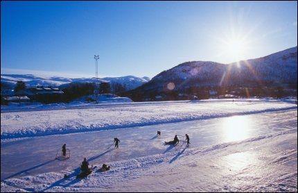 IS: Natur-is-skøytebanen på Hovden er gratis å bruke for alle. Foto: DESTINASJON HOVDEN