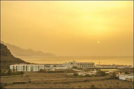 AGAETE: Calima med sandstøv i luften gjør himmelen gul i det sola går ned. ALLE FOTO: BÅRD OVE MYHR