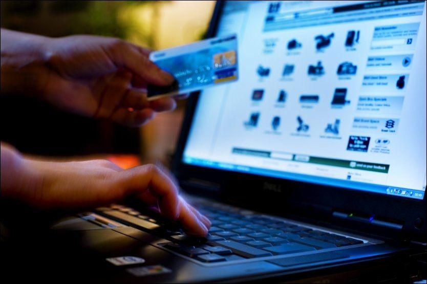 HEKTA PÅ NETTHANDEL: Nordmenn ligger i verdenstoppen når det gjelder handel på nett. Ferske undersøkelser viser at vi stadig kjøper mer på internett. Foto: BJØRN FROSTAD