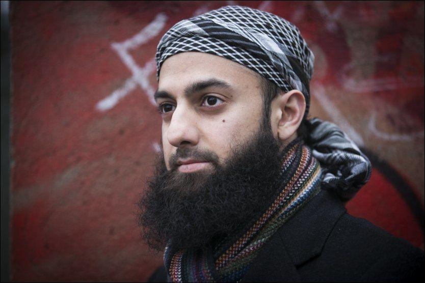 I DAG: I løpet av de siste årene har 28-åringen anlagt langt skjegg og byttet ut sivile klær med muslimsk drakt og hodeplagg. Kontrasten til ferieturen til Pakistan i 2008 er stor.