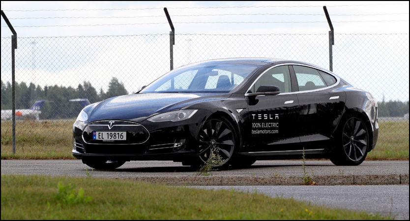 HOLDER SEG BRA: I løpet av de første månedene på det norske markedet har flere Tesla Model S holdt seg ekstremt bra i pris. Foto: Hanne Hattrem/VG