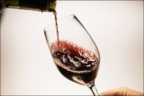 MYTE: Alkohol gir bare negative virkninger på kroppen. FOTO: Frode Hansen.