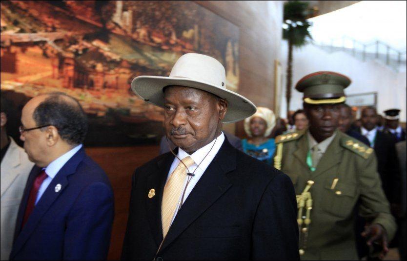STERKT KRITISERT: Ugandas president Yoweri Museveni nekter å gi etter for vestlig press og undertegner den kontroversielle loven som truer homofile med livsvarig fengsel. Foto. Reuters / NTB scanpix Foto: