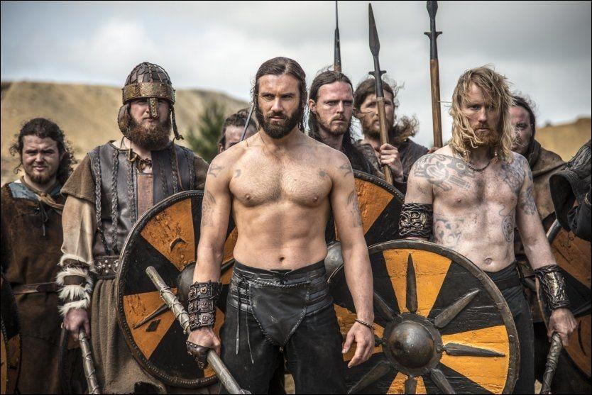 VELTRENT: Sesong 2 av «Vikings» starter med et smell og det ligger ekstremt mye trening bak slagscenen der Thorbjørn Harrs Jarl Borg (t.h) slåss sammen med Rollo (Clive Standen) som spiller broren til hovedpersonen Ragnar Lodbrok. Foto: HBO Nordic