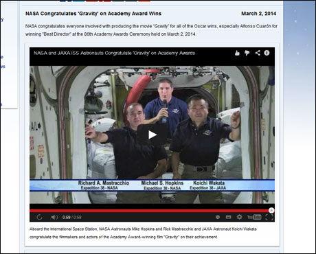 GRATULERTE FRA ROMMET: De tre astronautene Mike Hopkins, Rick Mastracchio og Koichi Wakata hyllet «Gravity» på sin helt spesielle måte. Foto: Skjermbilde