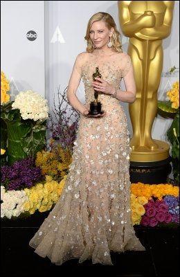 STRÅLTE: Cate Blanchett var slående vakker under nattens utdeling. minMote kåret henne til en av kveldens best kledde. Foto: Pa Photos