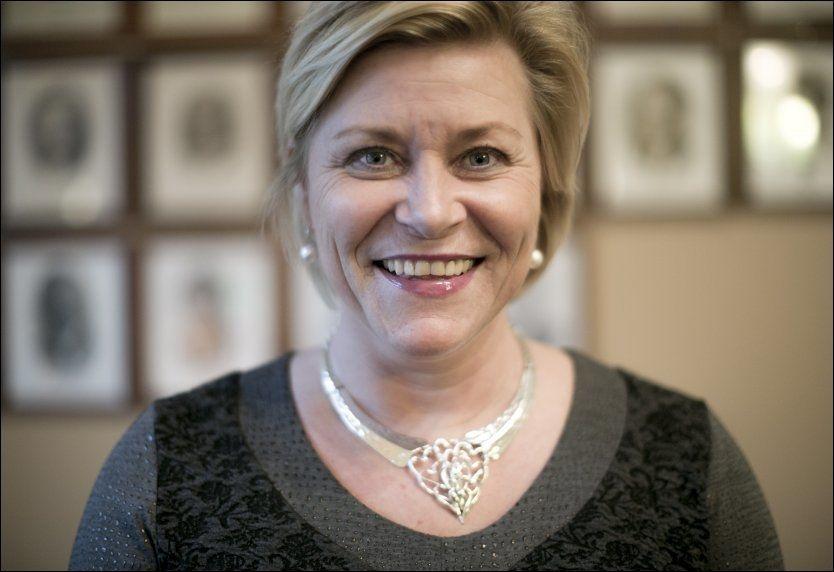 VEIBYGGER: Siv Jensen vil frigjøre midler til infrastrukturfondet i Norge slik at det kan bygges veier i Norge. Foto: TERJE BRINGEDAL/VG