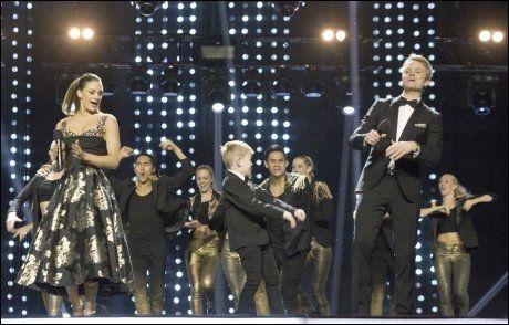 FESTSTEMTE MENNESKER: Ludvig synger «Erre her det er party» på scenen i Oslo Spektrum. Foto: SCANPIX