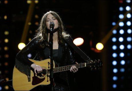 ROLIG: Dina Misund synger låta «Needs» som kjæresten skrev teksten til. Foto: SCANPIX