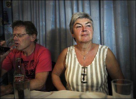 VAR I KONGO: Terje Erlid fotografert på en pressekonferanse i Kisangani i Kongo med Mathilde Moland, mor til nå avdøde Tjostolv Moland. Bildet er tatt i november 2009. Foto: HELGE MIKALSEN/VG