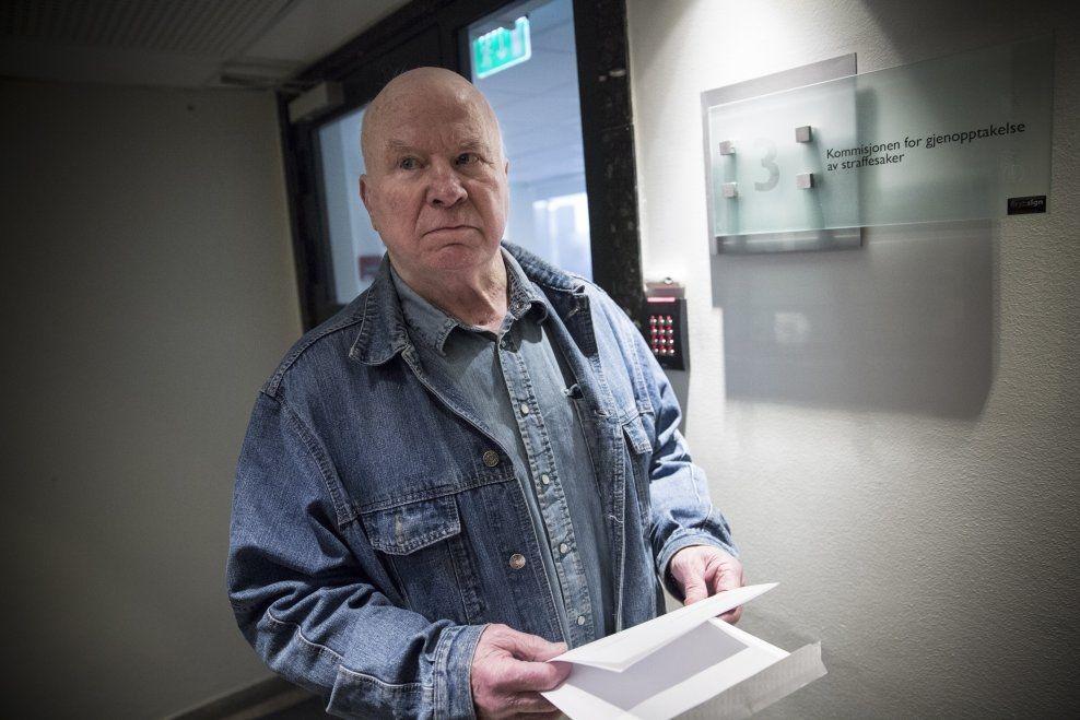 BREVET I HÅNDEN: Fredrik Fasting Torgersen troppet onsdag opp hos Kommisjonen for gjenopptagelse med straffesaker, og hadde med begjæringen om å få utlevert lydbåndopptak.
