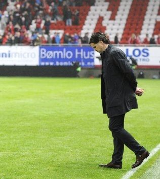 TUNGT: Rikard Norling tusler av gresset på Brann stadion. Foto: Scanpix