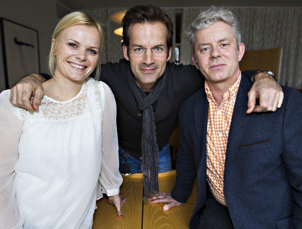 MORSOM TRIO: Ingrid Gjessing Linhave, Jon Almaas og Knut Nærum gir det norske folk en annerledes og morsom oppdatering på nyhetsbildet den siste uken.
